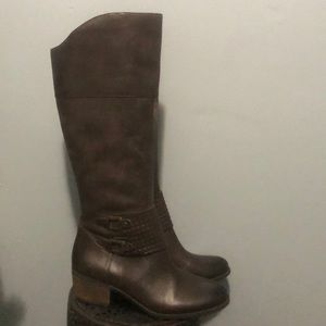 NWOT brown leather to the knee boots